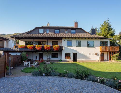 Großzügiges Wohnhaus mit Gewerbehalle in Hameln